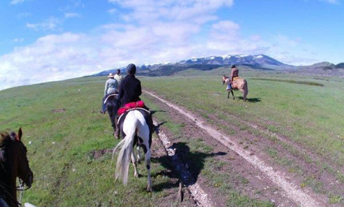 Working ranch vacations in Montana at the Lonesome Spur Ranch with Hidden Trails